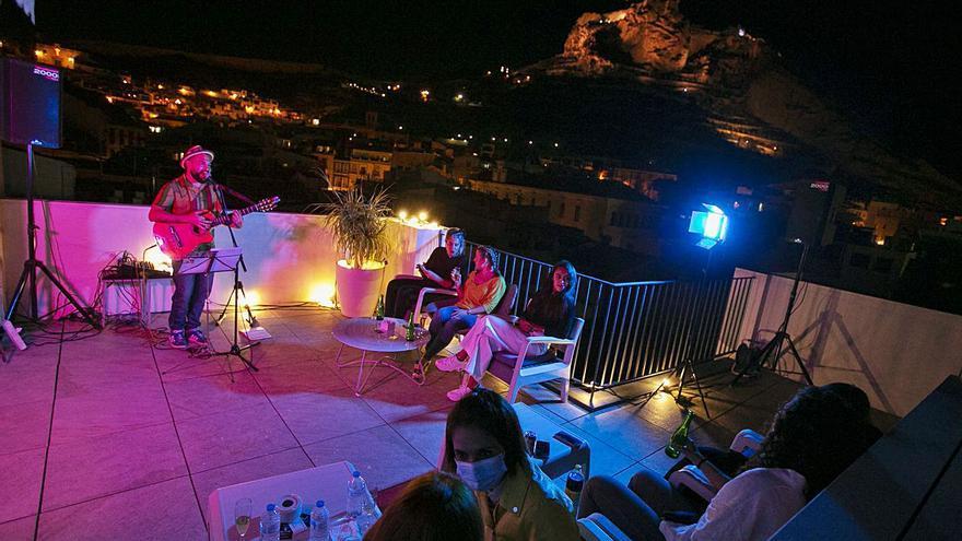 Una terraza de 40 m2 para mini-conciertos íntimos