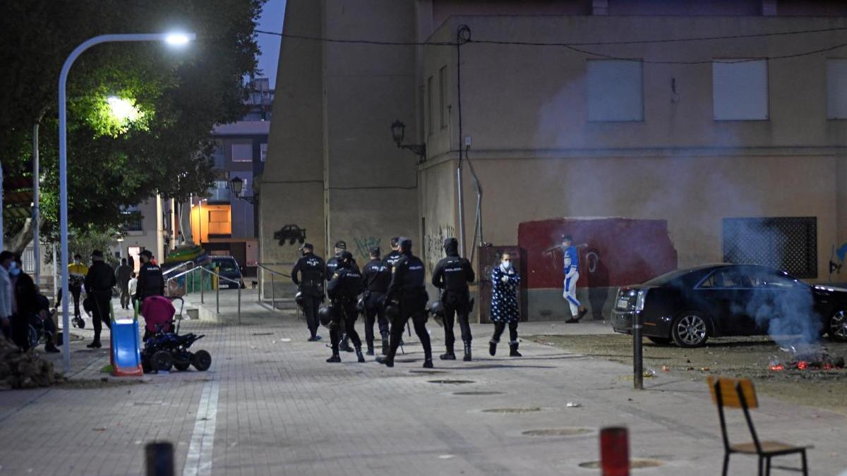 Agentes de la Policía Nacional se percatan de que el evento no llega a celebrarse.
