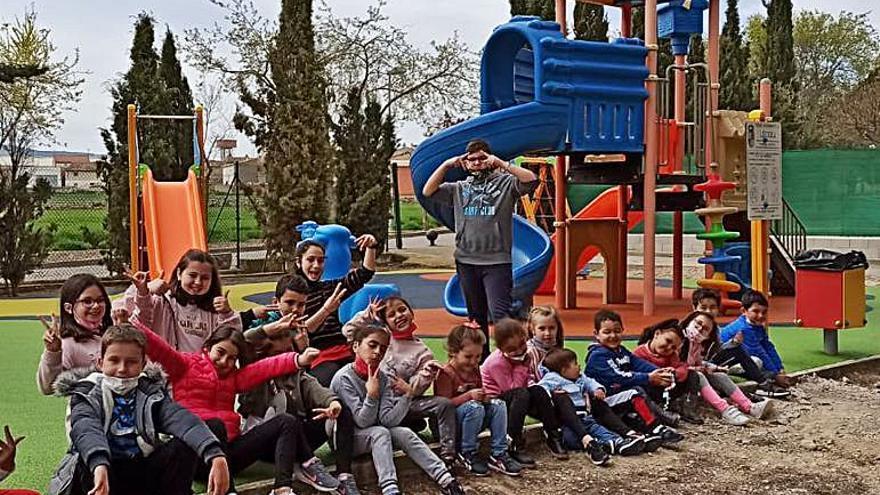 Lécera estrena un nuevo parque de juegos infantil