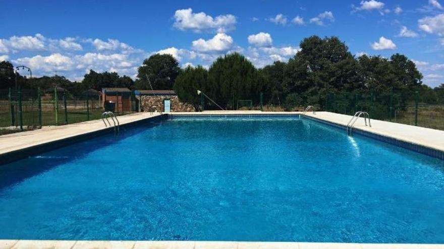San Vitero licita por cinco euros la explotación del bar de la piscina municipal