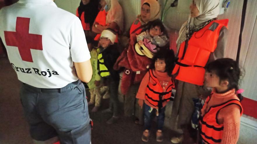 Rescatadas 95 personas en tres pateras interceptadas en la costa de Alicante