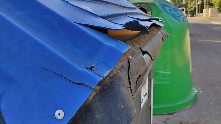 Montecañada critica el mal estado de  los contenedores