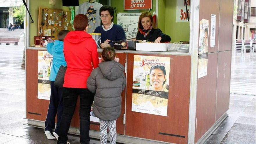 Sorteo de Taller de Solidaridad en Zamora para financiar un proyecto en Colombia