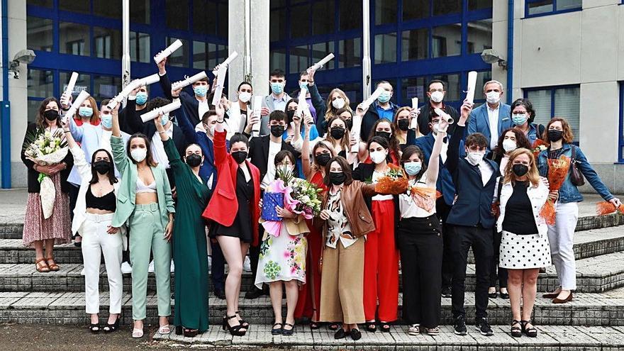 Graduaciones de Bachillerato en los institutos Pintor Colmeiro y Laxeiro