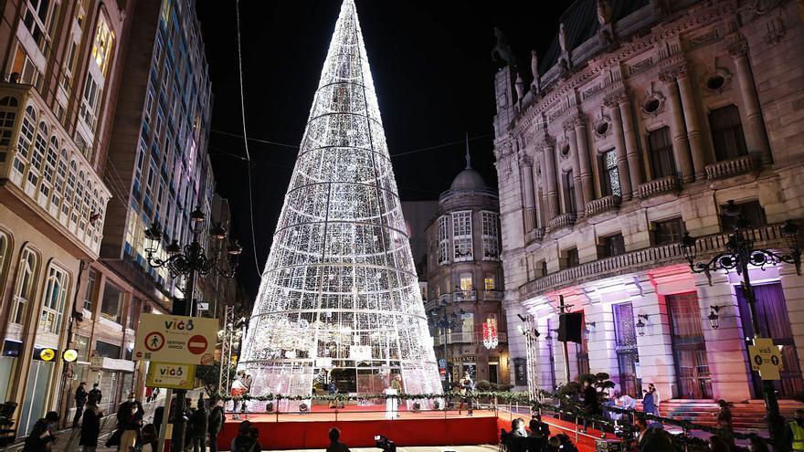 """Vigo activa su Navidad """"mil por cien segura"""""""