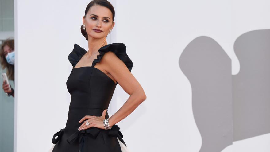 Penélope Cruz, fiel a Chanel, acapara todas las miradas en Venecia