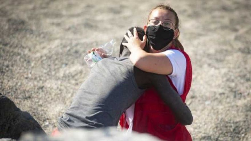 #GraciasLuna, la imagen de un abrazo que recorre el mundo