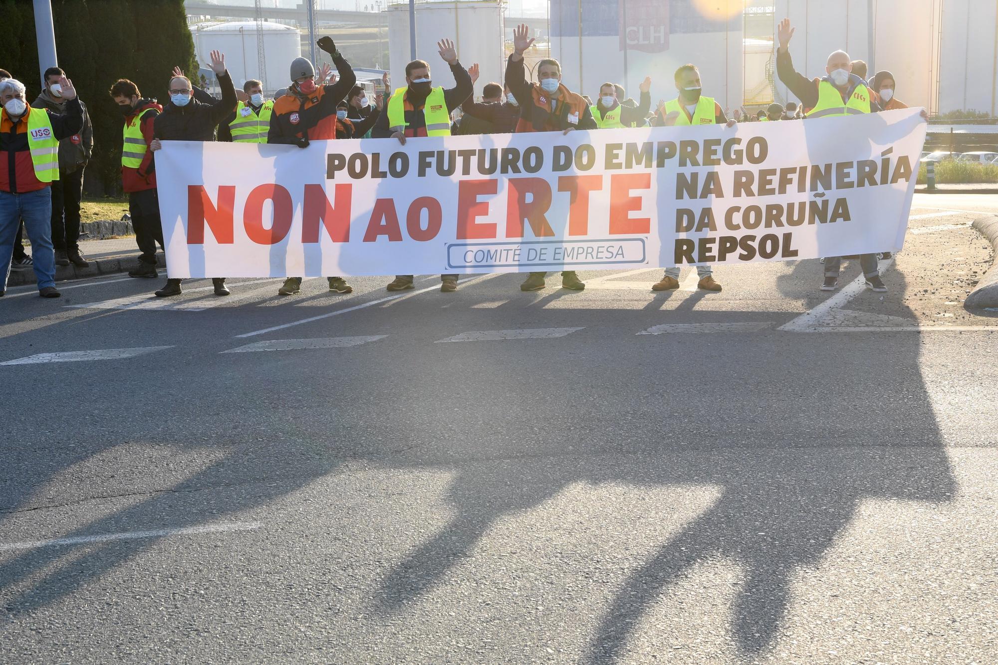 Protesta de trabajadores de la refinería por el ERTE planteado por Repsol