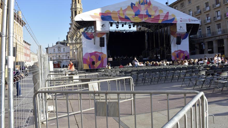 El escenario de la plaza del Pilar sin las mallas de ocultación