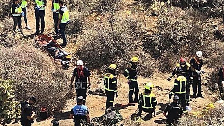 El cadáver hallado en una sima de Gran Canaria recibió disparos y tenía las piernas rotas