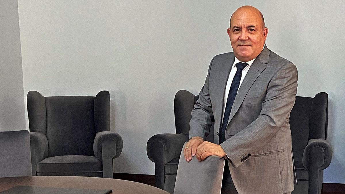 Pascual Lucas, alcalde de Cieza, en el despacho de la Alcaldía.  l.O.