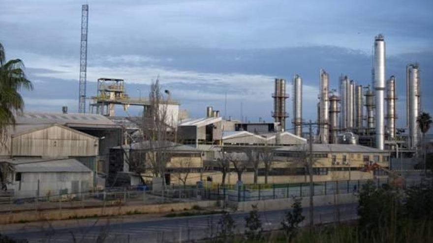 La fábrica de Ercros en Almussafes reduce un 10 % sus emisiones