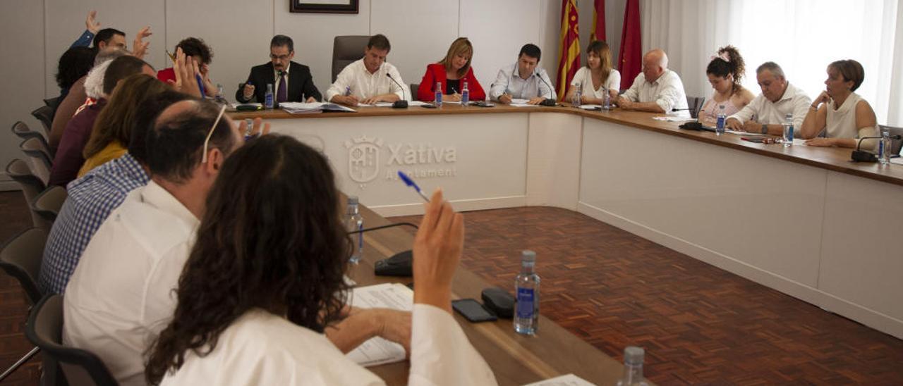 Cuatro concejales de Xàtiva declaran más de 200.000 euros y ocho no tienen deudas
