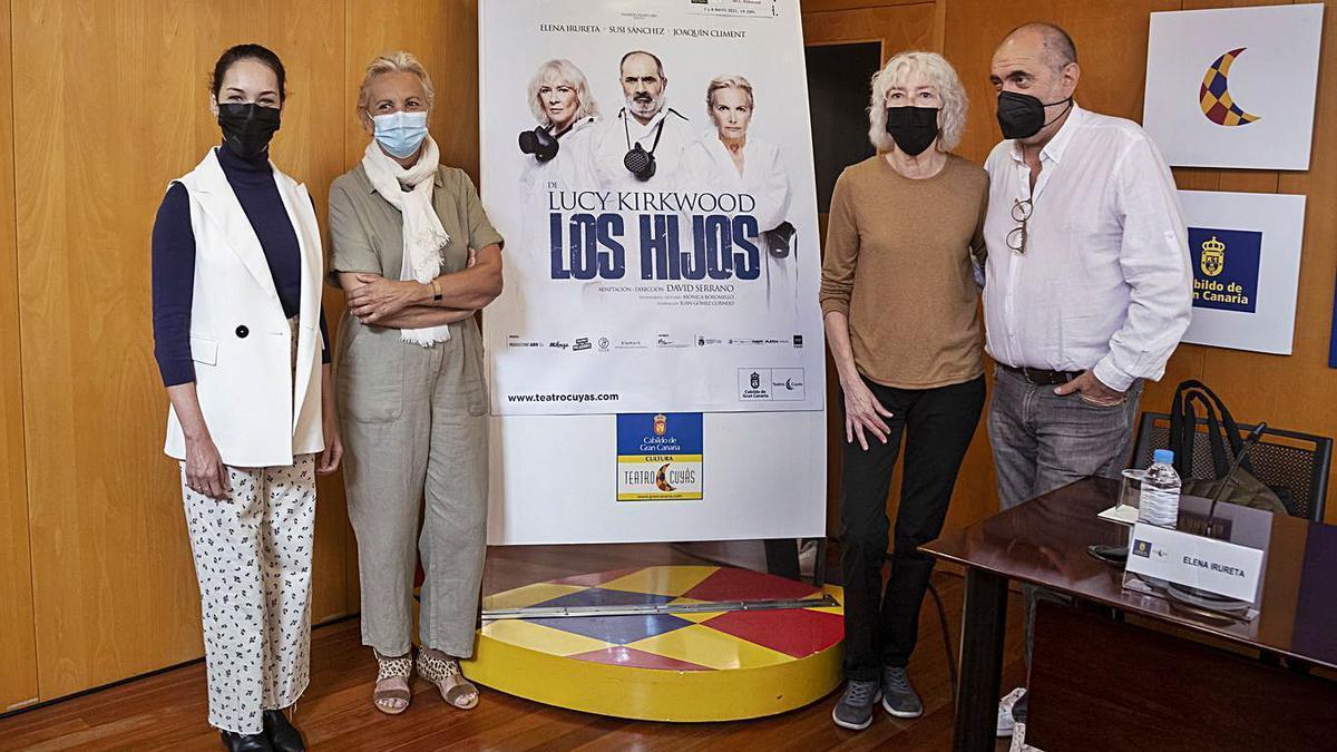 From left to right, Guacimara Medina, Elena Pirueta, Susi Sánchez and Joaquín Climent, yesterday, at the Cuyás Theater       LP / DLP
