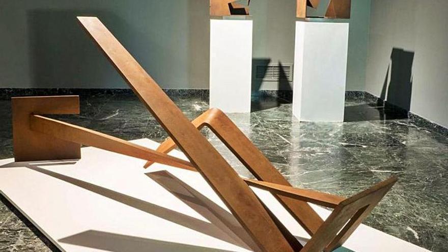 """Amador, un escultor """"diez"""" que llega a As Quintas con su obra geométrica"""