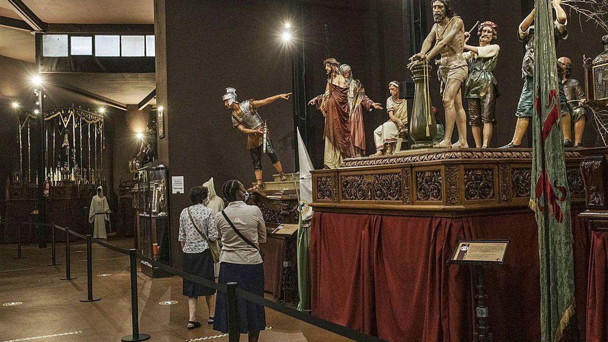 Visitantes en el Museo de Semana Santa de Zamora