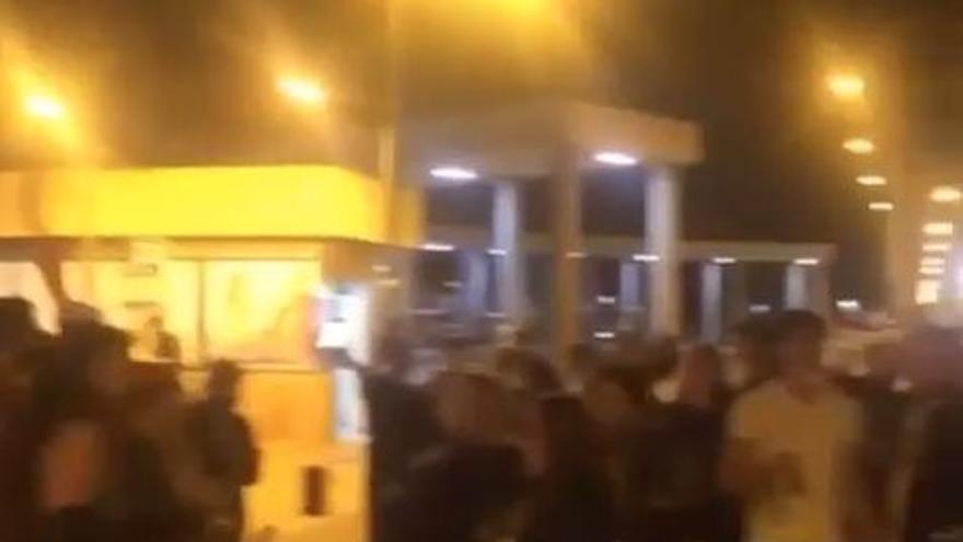 Así celebraron decenas de jóvenes en Murcia el fin del Estado de Alarma