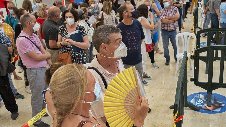 Vacunación en Murcia | Salud alerta de descontrol en las vacunaciones al no respetarse el horario