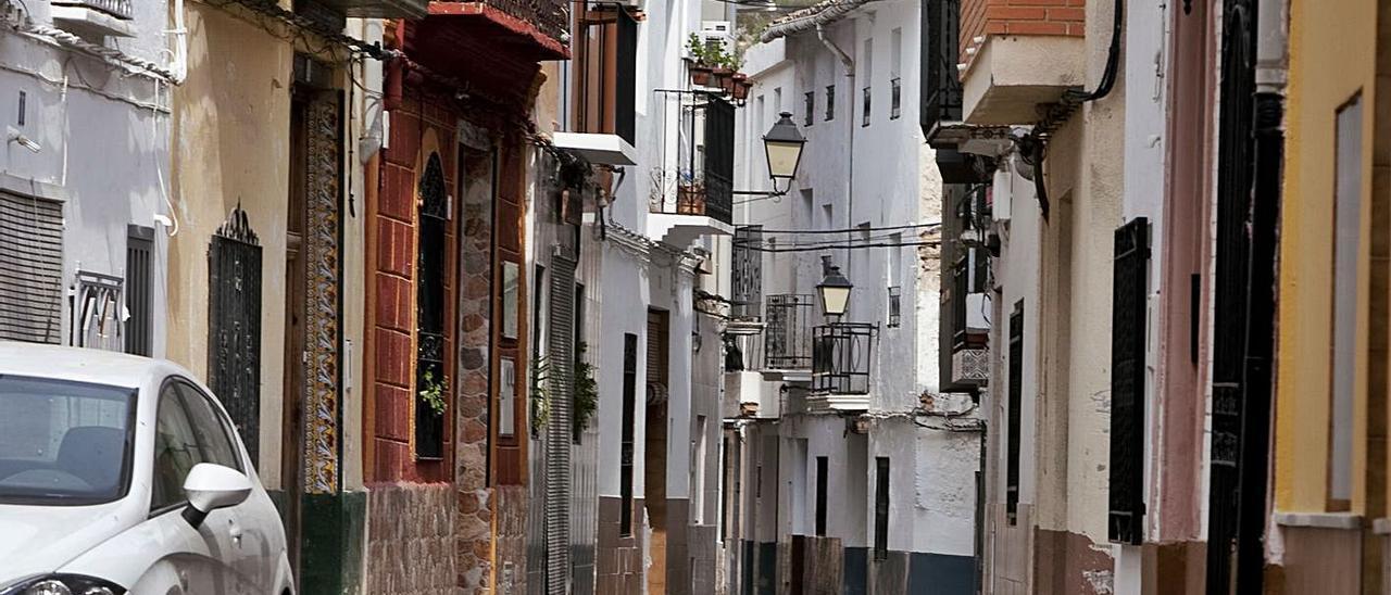 Una calle de Quesa, sin ningún peatón, en una imagen de archivo | PERALES IBORRA
