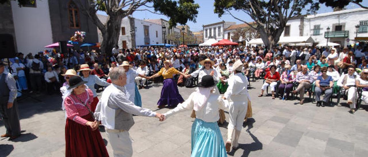 Acto del Día de Canarias en la plaza de San Juan.