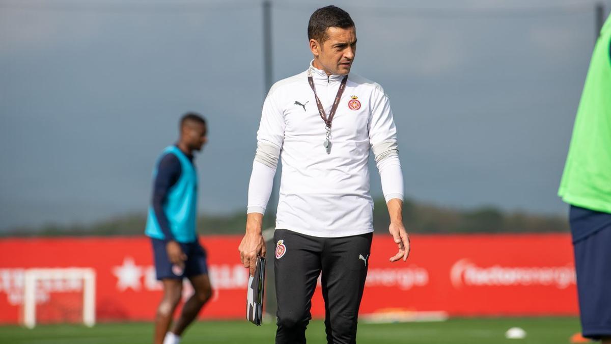 Francisco, técnico del Girona, dirige un entrenamiento.