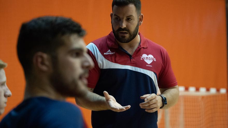 """López Carrasco, entrenador del BM Zamora: """"El ritmo ha sido más bajo que otras veces"""""""