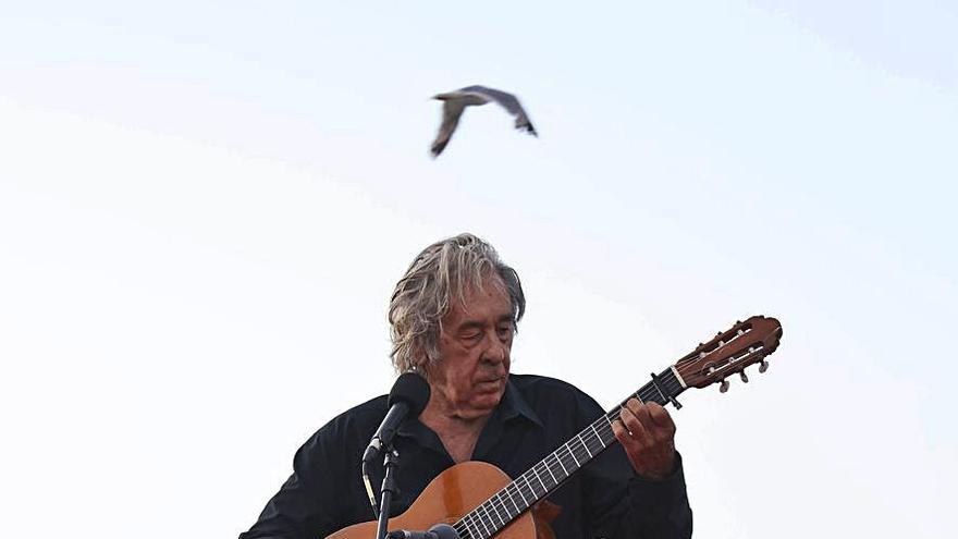 Paco Ibáñez lleva al Mar de Vigo su canción humanista