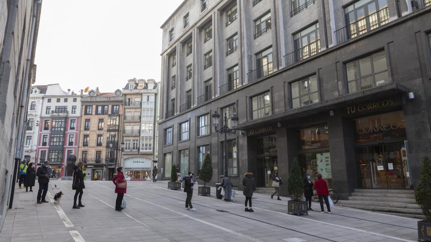 Inhabilitan a una trabajadora de Correos en Oviedo por quedarse con cartas y paquetes