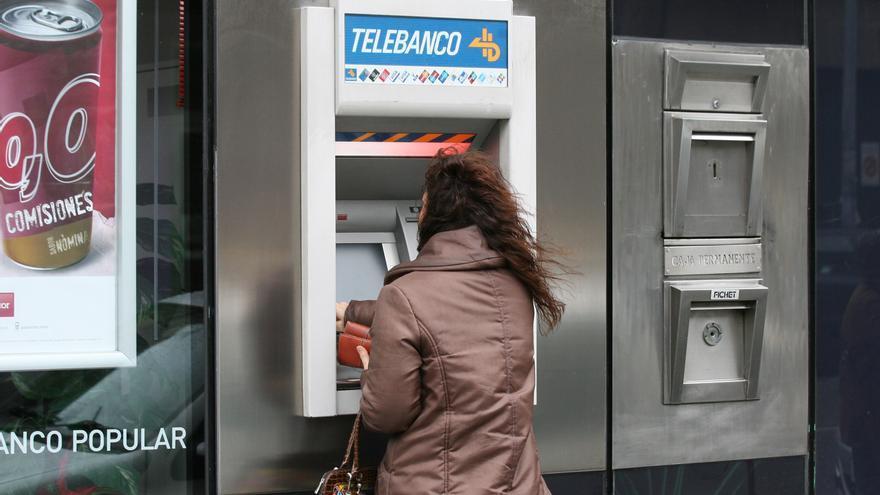 Más de 70.400 gallegos sin puntos de acceso para retirar dinero en efectivo