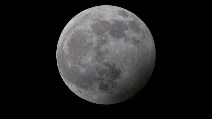 El eclipse 'Luna de Trueno', cita para este domingo en Canarias