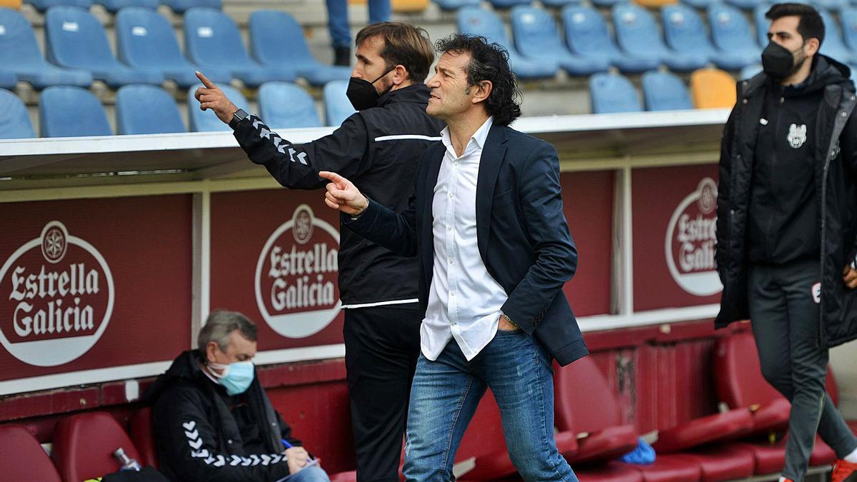 Luisito antes de dirigir su primer partido con el equipo este temporada. |  // GUSTAVO SANTOS