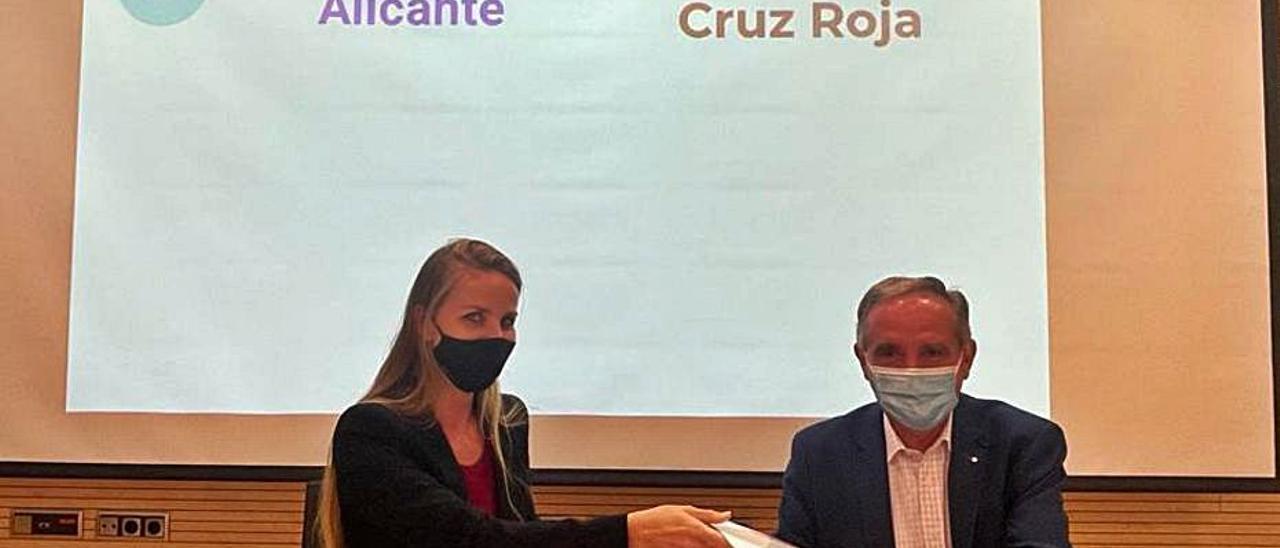 Firma del convenio entre el parque científico y Cruz Roja.   INFORMACIÓN