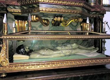 La talla del Cristo yacente de Candás, tras su restauración. | R. de S. A.