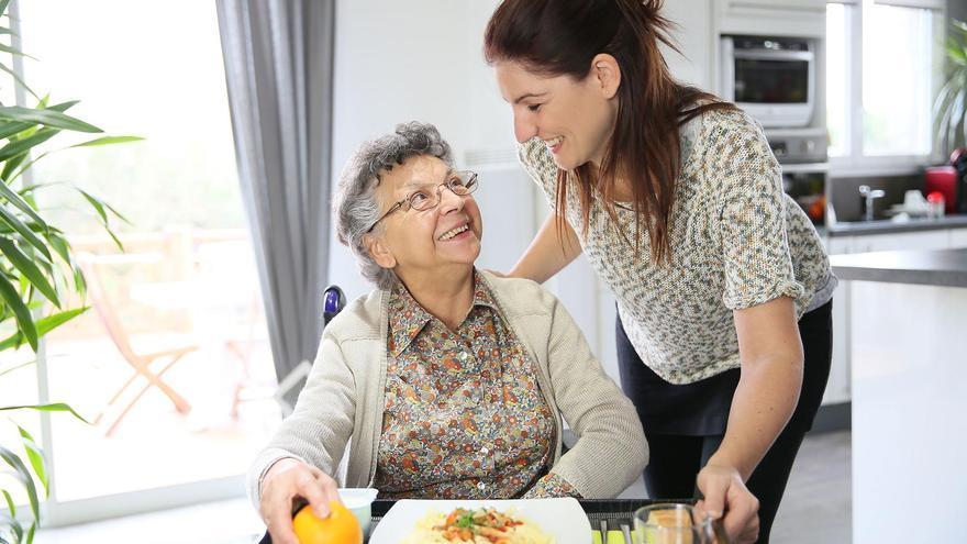 El cuidado domiciliario de los mayores en el hogar, la opción más segura frente al Covid-19