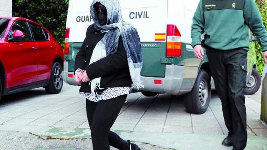"""El piso de las """"pornochachas"""": Así sufrieron siete mujeres las perversiones sexuales de un matrimonio"""