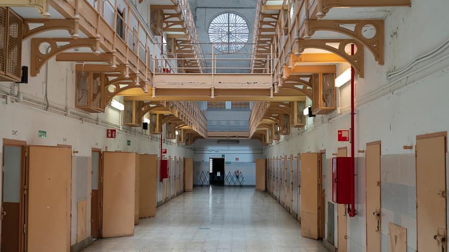 Prisiones privatiza la atención sanitaria en cárceles por la falta de médicos