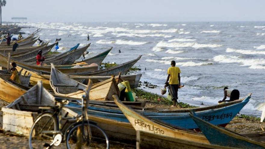 Al menos 9 muertos al volcar el barco donde viajaba un equipo de fútbol en Uganda