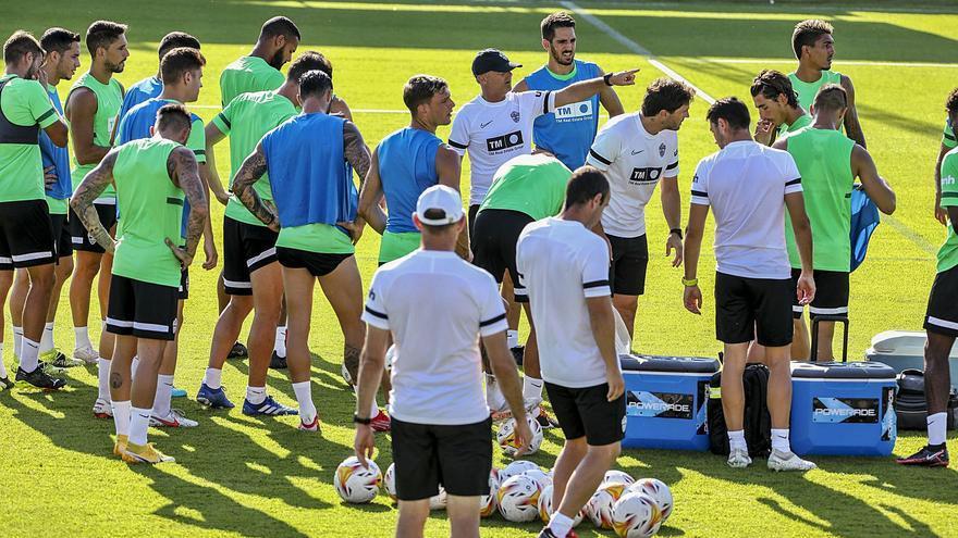 Fran Escribá dispondrá de toda la plantilla para el partido ante el Espanyol