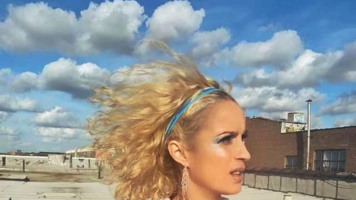 La manresana Meïa Santiago en una de les imatges del videoclip «Angels in New York City»