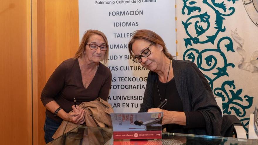 La escritora María Dueñas inaugura el curso de la Universidad Popular