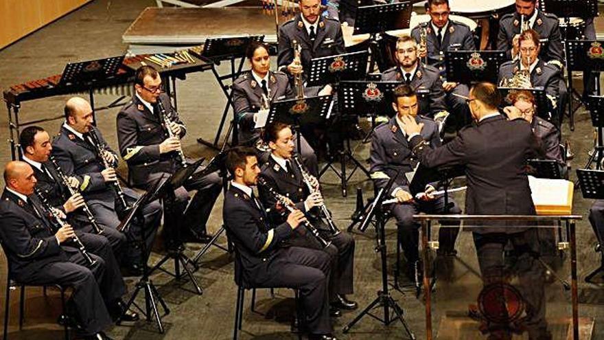 Los integrantes de la Unidad de Música de la Academia Básica del Aire de León durante un concierto anterior en el Teatro Ramos Carrión.