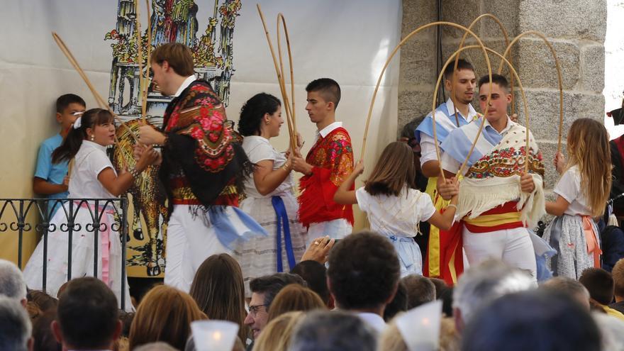 A Franqueira recupera las danzas a la Virgen y la disputa de moros y cristianos