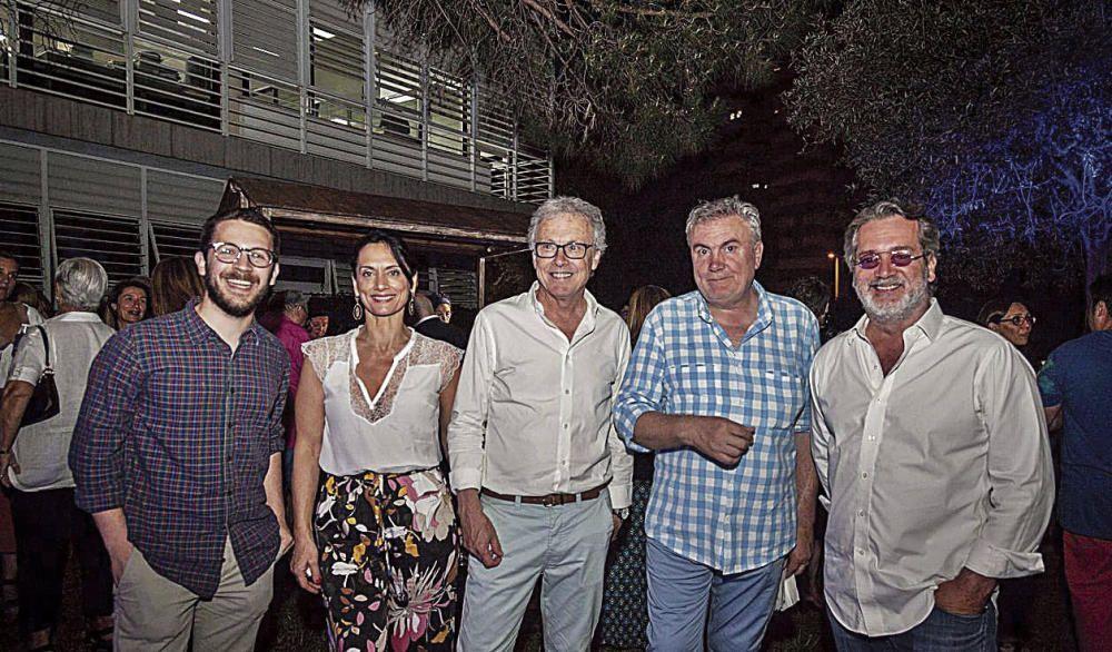 El responsable de comunicación de Es Baluard, Àlex Alcolea, Pilar Ollers, el artista Lluís Maraver, el crítico y comisario Biel Amer y el galerista Xavier Fiol.