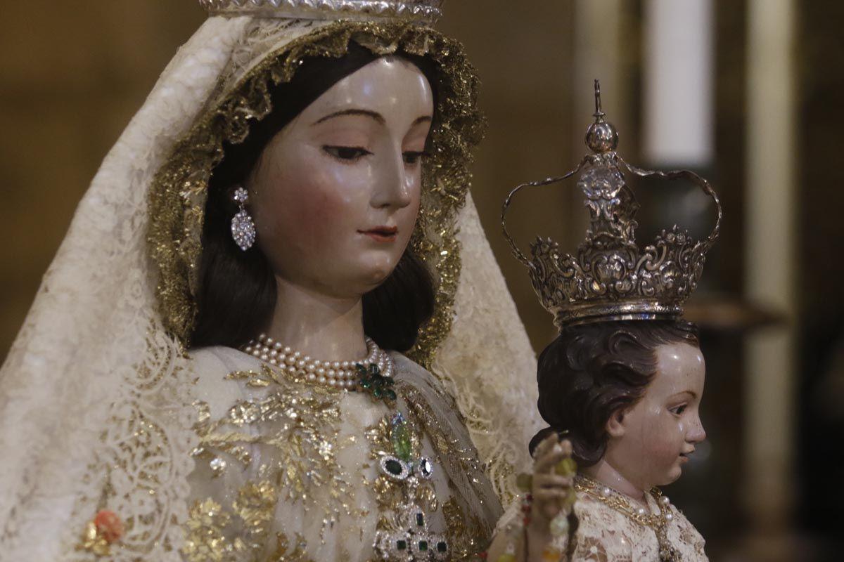 Martes y trece en San Lorenzo, colas para visitar a la Virgen de los Remedios