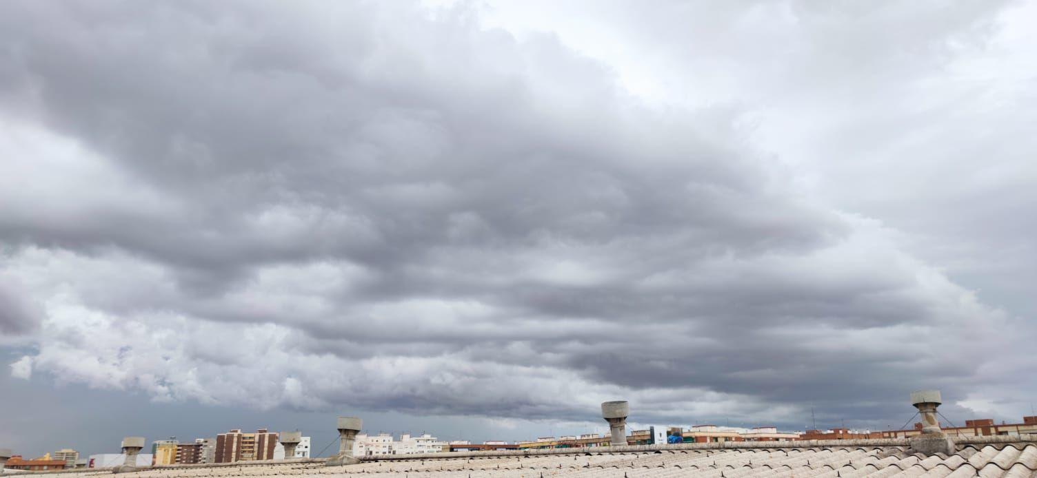 Una gran nube negra se cierne sobre València