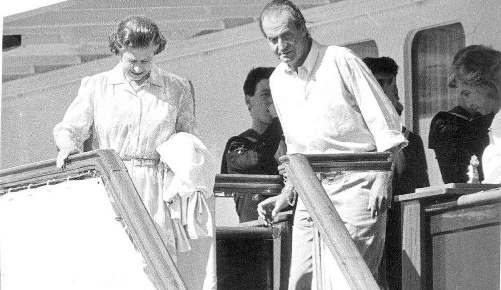 Isabel II y don Juan Carlos I, en Mallorca.