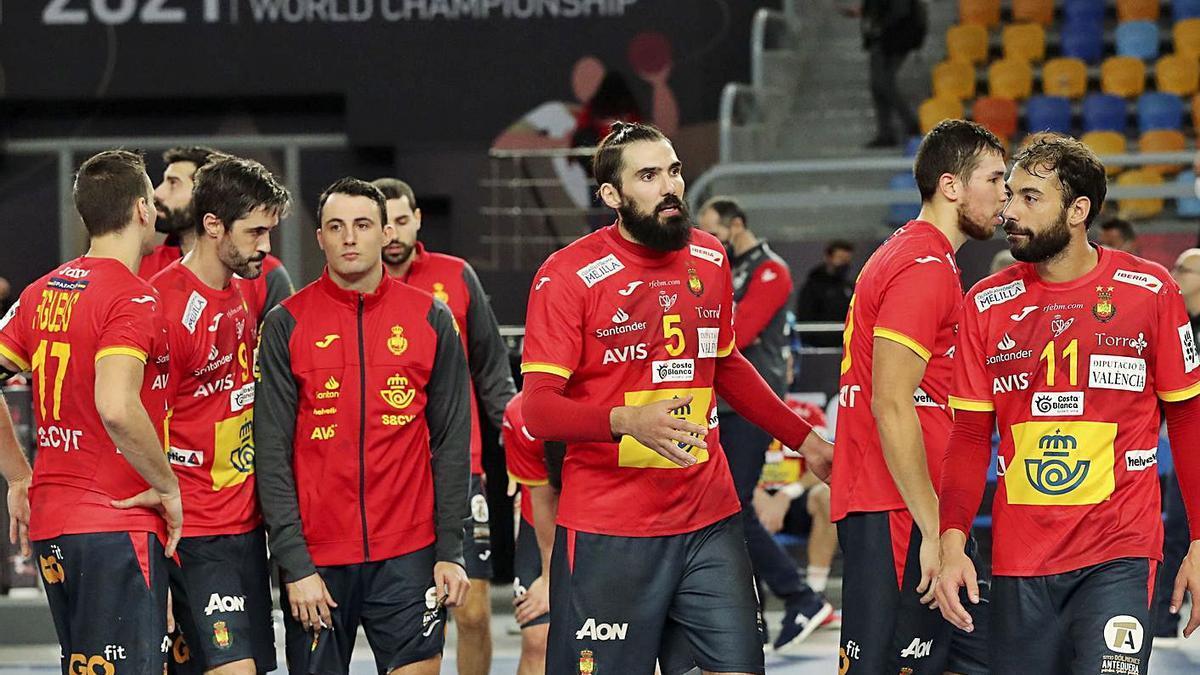 Decepción en los jugadores de la selección española tras quedarse fuera de la final del Mundial. |  // EPA