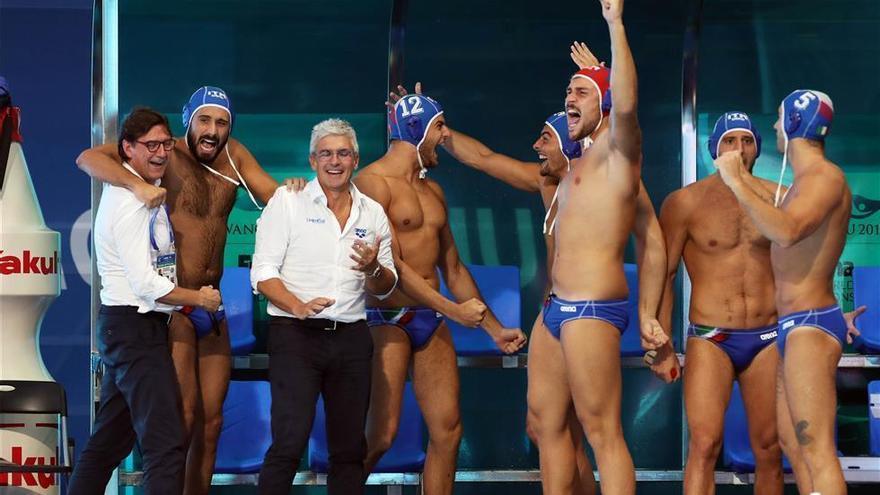 Italia gana a Hungría (12-10) y será el rival de España en la final