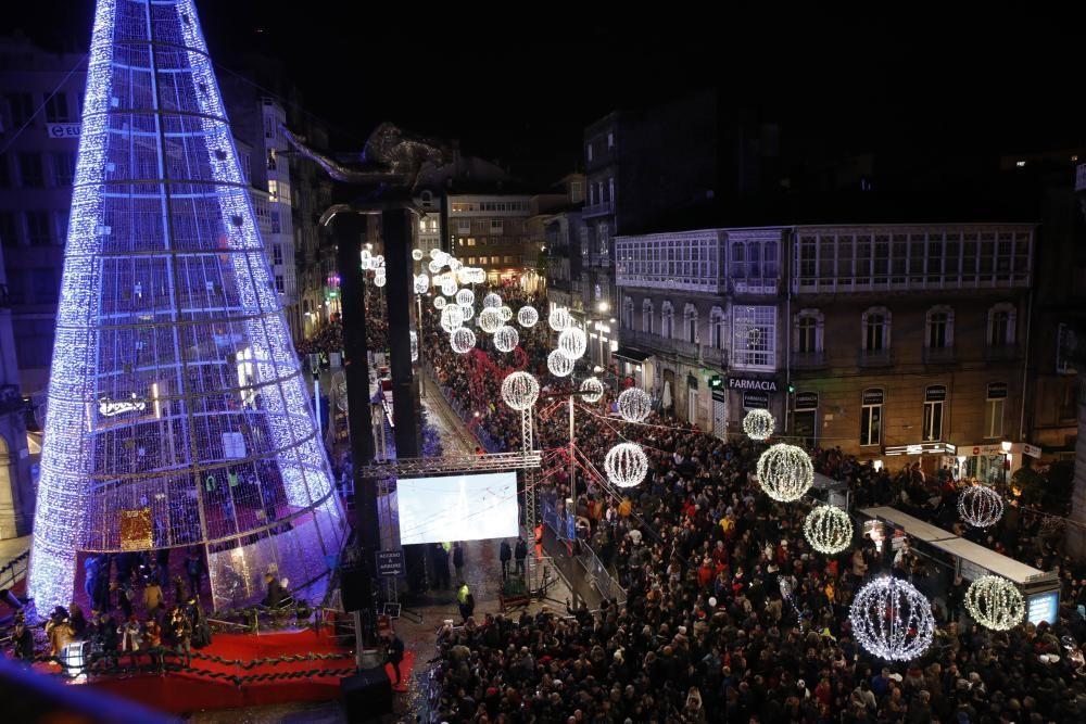 La Navidad arranca en Vigo con el encendido del alumbrado // Ricardo Grobas