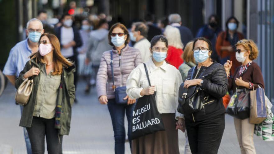 España baja casi a la mitad los contagios de Covid-19 en solo tres semanas
